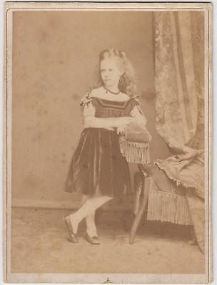 foto bambina in posa by anonimo 1860 c.a.