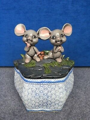 Vintage 1960 kitsch ceramic basket weave sewing box with cute ornamental mice