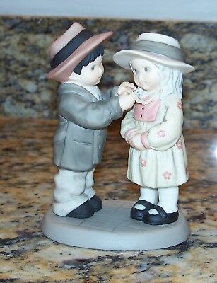 Enesco Pretty As A Picture Love Is Kind Boy & Girl Figurine 629693 NBM Bahner