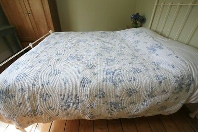 Vintage Style White And Blue Double Or King Quilt Toile French Style Design