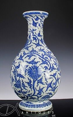 Large Impressive Antique Chinese Blue And White Porcelain Vase - Qing Dynasty