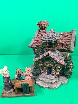 "Boyd's Bear Village ""Bearly a School""  House Style 19004 + 4 added figures MINT"