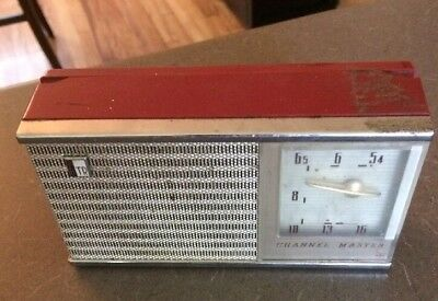 Channel Master 6-transistor Deluxe all-wave radio w/ leather case - Model 6506