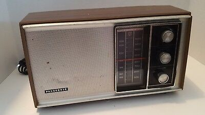Vintage Panasonic AM/FM Transistor Radio Model RE-6451