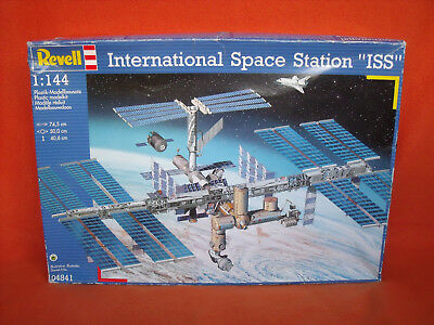 Revell ® 04841 International Space Station ISS 1:144