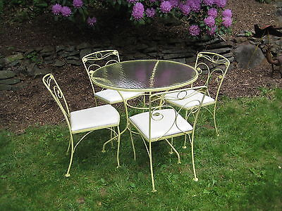 Midcentury  Iron  Patio Table And Four Chairs By Meadowcraft 1960S