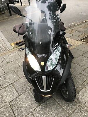 Piaggio Mp3 LT 300 2013 Three Wheeler Drive on car license