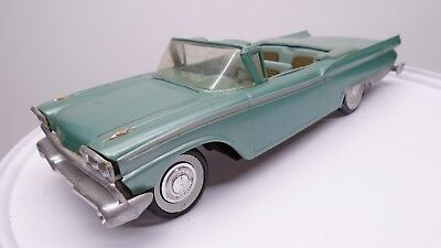1959 Ford Galaxie 500 Convertible Dealer Plastic Promo Car Toy 1/25 Model Amt