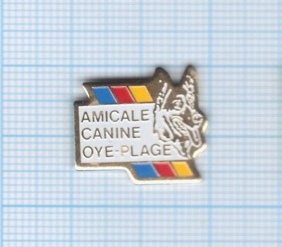 Pin's Chien Amicale canine Oye-Plage