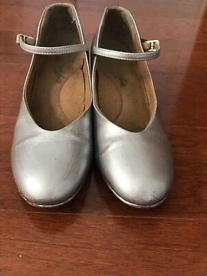 Capezio Junior Footlight Character Heel 1.5 inch Silver Leather Size 8 USED