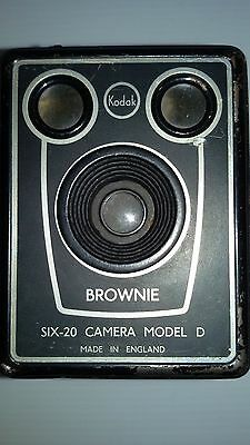 Vintage Kodak Brownie SIX-20 Camera Model D