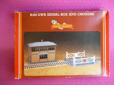 HORNBY RAILWAYS OO R.186 GWR Signal Box and Crossing Boxed Kit Tri-ang Trains