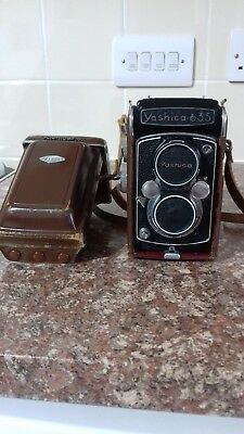 Yashica 635 camera with original case in really fantastic condition
