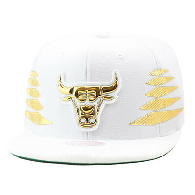 2fd0a2a71eb Mitchell   Ness Chicago Bulls Snapback Hat All White Gold Foil Diamond Side