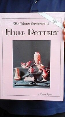 Collectors eencyclopdia of Hull Pottery by Brenda Roberts