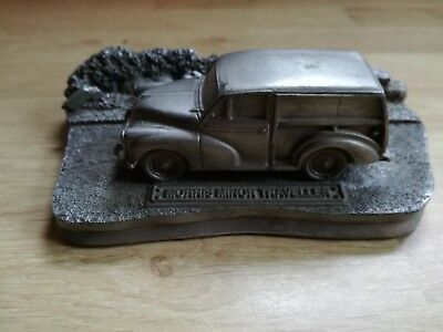 Petit diorama Morris Minor Traveller