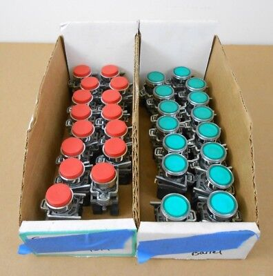 Lot Of 30 New Telemecanique Schneider Pushbuttons Momentary Contact Red Green