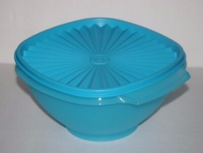 Tupperware Classic Servalier Salad  Bowl Container 8 cup Blue New