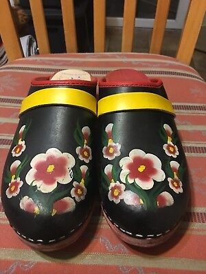 Gretels Clogs Made in Sweden Black Leather with Red Wood Bottoms Flowers Size 7