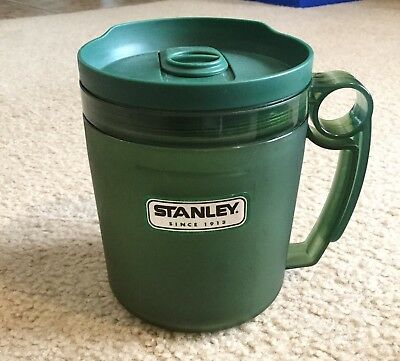 Stanley Travel Cup Soup Green 4 Cups/ 32 Oz Measuring Cup On Side