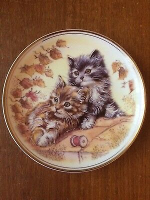 Royal Vale Decorative Wall Plate: Two Cats. Bone China **Excellent Condition**