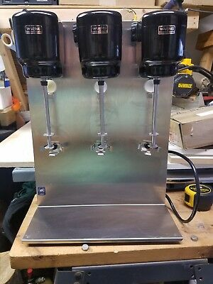 Waring Commercial DMC201 Heavy Duty  Metal Triple Spindle Drink Mixer