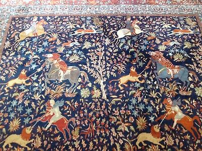 Persian Figural Style Hand Made Carpet  Vintage Size 270cm x 370.cm