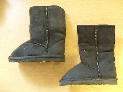 Girls Boots black faux suede, size UK 8 Infant, faux fur lining, pull-on 3368