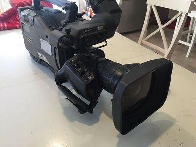 Sony DVW-790WS Digital Betacam, Battery Charger, 4 Batteries & Camera Plate