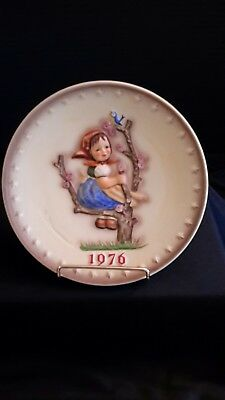 "Goebel Hummel 1976 Annual Plate ""Spring"" 6th in Bas Relief Made Germany"