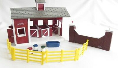 Breyer Stablemates Set Horse Red Stable Farm Equipment Toys Barn