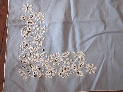 """Vintage Tablecloth with Four Napkins Blue w/White Embroidered Flowers 31½"""" x 30"""""""