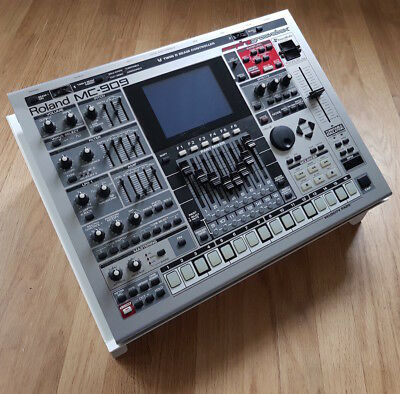 Roland MC-909 Synth Stand