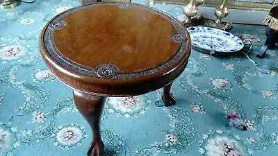 SOLID Mahogany Ocasional Table. Ball and Claw Feet. Cabriole Legs.