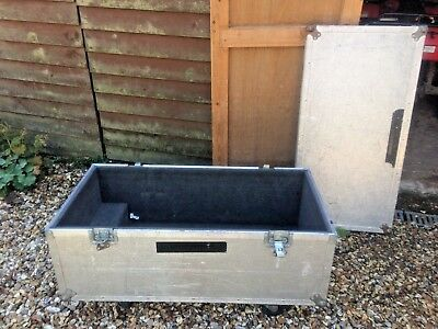 Flightcase with wheels.  Approx 105 x 52 x 42 cms - General purpose road trunk