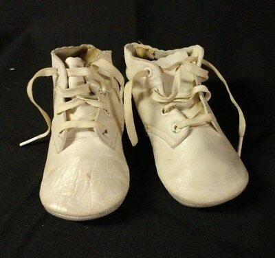 Vintage Mrs Days Ideal Baby Shoes 4,75in white leather lace-up