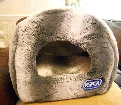 CAT IGLOO - from RSPCA