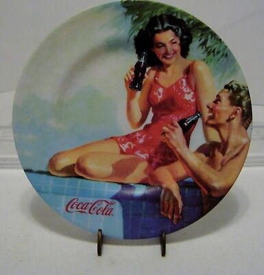 """Coca Cola Beach Party Salad Plastic Plate 2002---81/2"""" w/stand .--FREE SHIPPING"""