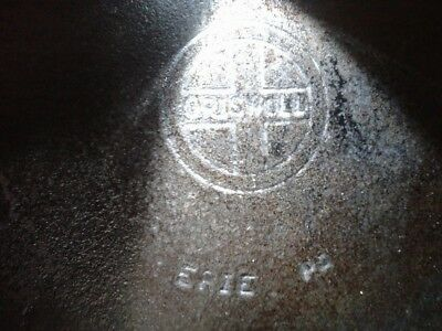 """#9 Small Logo """"griswold"""" Vintage, Cast-Iron Skillet, 2 Lips (One Each Side)"""