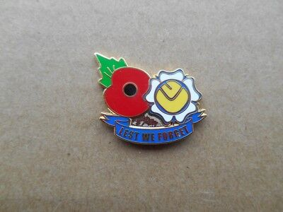 Leeds United Lest We Forget Poppy Badge