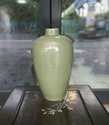 Large Old & Antique Chinese Song Dynasty Celadon Vase