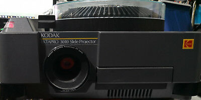 KODAK EKTAPRO 3010 SLIDE PROJECTOR  85mm f/2.8 + 1 CARROUSEL DIAPOSITIVE