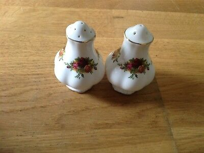 Royal Albert Old Country Roses ( 1 Salt & 1 Pepper Pot ) 1st Quality.