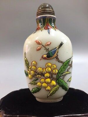 Chinese Antique coloured glaze Hand-carved bird fruit snuff bottle  >