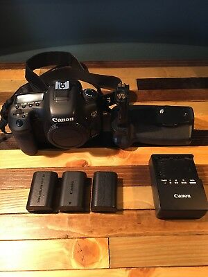 Canon EOS 7D Mark II 20.2MP Digital SLR Camera Plus Batteries, Charger And Grip