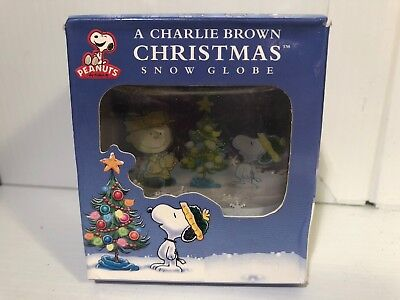 A Charlie Brown Christmas Mini Snow Globe Peanuts 2012 NIP New Snowflakes Snoopy