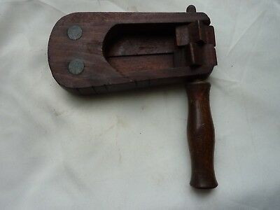 Vintage wooden bird scarer/football rattle. Used excellent contition.