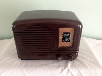 """Healing """"Golden Voiced"""" L400E Radio Working and in Very Good Condition For Age"""