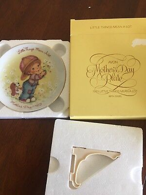 NEW - collectable vintage Avon Gold Rimmed Mother's Day Plate 1983 with easel