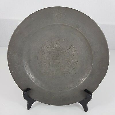 """Antique 18th Century Pewter Plate Engraved Coat Of Arms """"AVANCEZ"""" THOMAS RIDDING"""